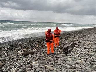 【F5E擦撞】南田海岸沖上大片機體破碎殘骸 潘穎諄上尉仍無蹤影
