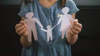 18歲女辦郵局卡 驚知爸媽離婚17年:他們一直住一起