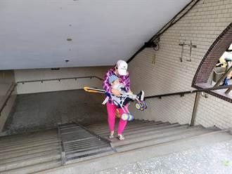 樹林火車站地下道 欠缺無障礙輪椅族喊苦