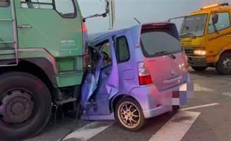 嘉義高鐵大道大貨車撞轎車 女醫檢師受困車內送醫不治