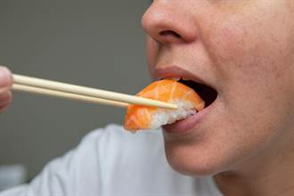改名後他狂做惡夢 變身鮭魚被吃掉 命理師驚吐破財警訊
