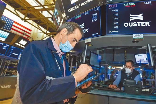 投資人樂觀看經濟復甦,美股開盤走升,台積電ADR上漲逾2%。(圖/美聯社)