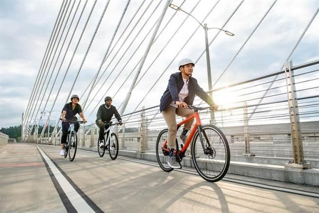 (台北君悅酒店宣布攜手Gogoro Eeyo電動自行車,即日起至4月19日推出「單車逸遊】住房專案,房客可騎乘價值13.9萬元電動自行在城市小旅行。圖/台北君悅酒店)
