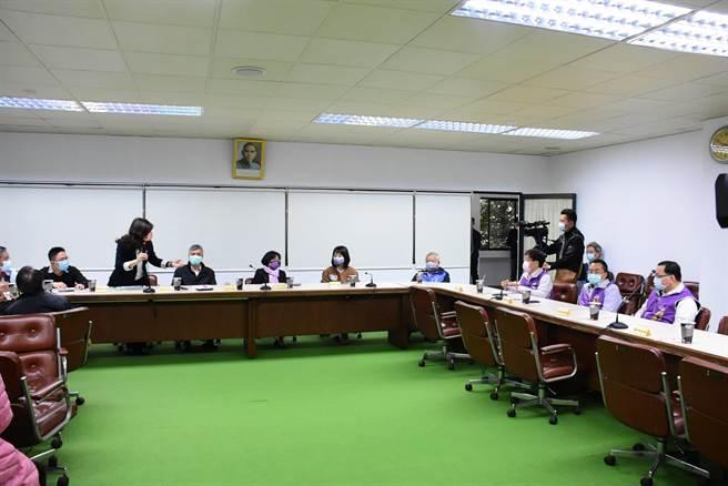 王惠美今年2月就掌握水情不好情况,曾向农委会反映缺水补救,但意见未被採纳。(吴建辉摄)