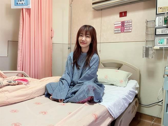 蕭彤雯昨公開罹肺腺癌的心路歷程,並在手術前給兒女各留一封信。(圖/取材自蕭彤雯臉書)