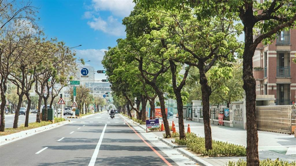 台南房市吸引各大建商搶進推案,圖為台南市中心少見40米面寬的北區海安路三段。(業者提供)