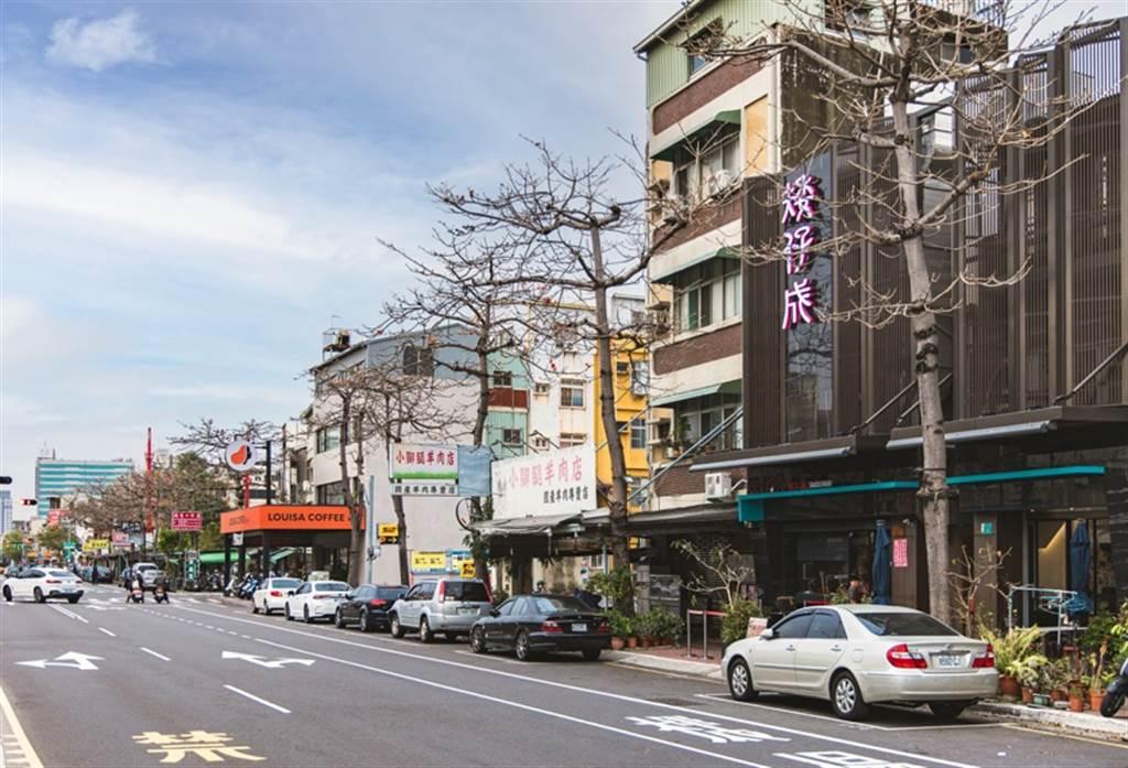 台南海安路串連東西區各大核心地段,街廓整齊。(業者提供)