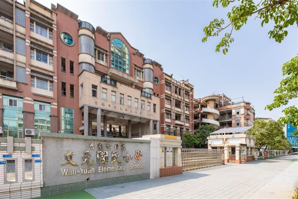 允將建設台南推案「允將海安」生活機能完整,約5分鐘至文元國小。(業者提供)