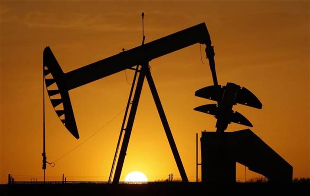 長賜號擱淺造成油價反彈,後續經濟影響待觀察。(圖/美聯社)