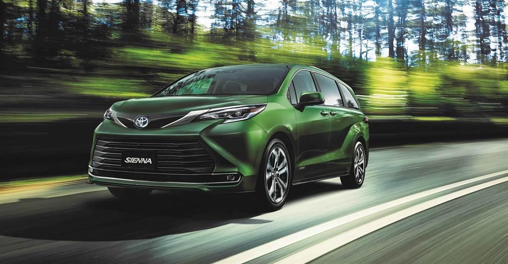 較預售價降價 16 萬!Toyota Sienna 2.5 HYBRID 雙車型 222 萬起正式在台發表