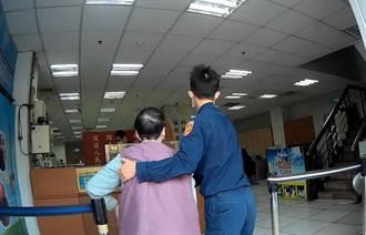 七旬婦穿梭車陣險象環生 暖警緊急護送返家