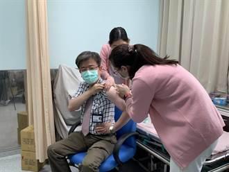 金门医院今开打AZ疫苗 院长带头首批10人接种
