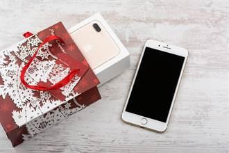 開心網購iPhone7 男拆開包裹秒傻眼:難怪運費這麼貴