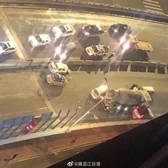 水泥車高速衝來沒煞車 陸準新娘噴飛橋下屍塊四散
