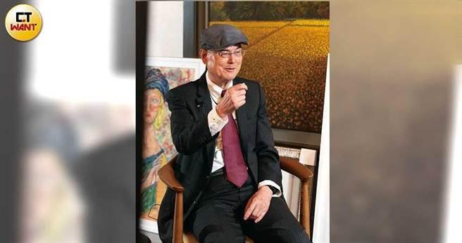 八十歲的和泰興業老董蘇一仲,兒時染瘧疾、大學沒考上美術系、創業兩度失敗,倉庫還失火,但他一路生出信心,還斜槓廣告明星「大金先生」,成就了今日的空調一哥。(圖/張文玠攝)