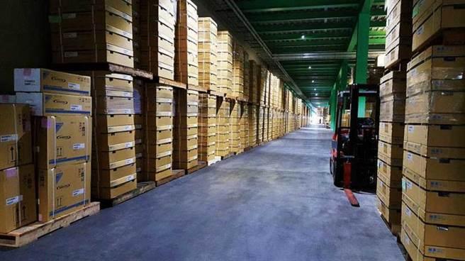 和泰興業的倉儲整齊清潔,貨物一目了然。(圖/大金提供)