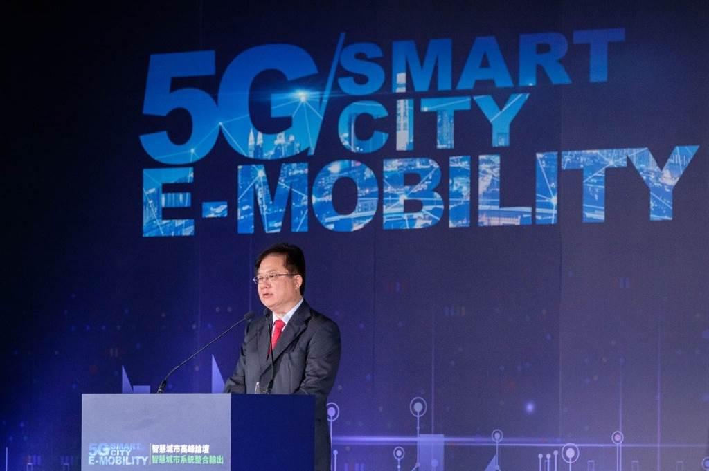 中華電信行動通訊分公司簡志誠總經理今日出席「智慧城市高峰論壇」,表示將持續與KYMCO站在同一陣線,以實際行動落實新南向政策 (1)。(圖/KYMCO提供)