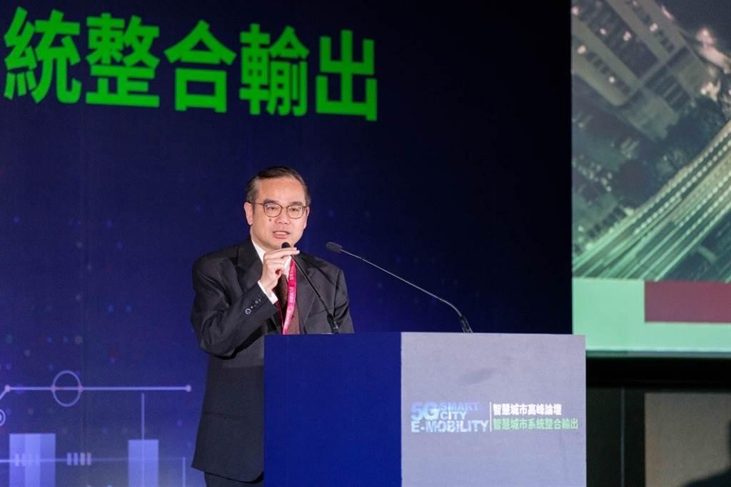 金庫資本丁學文總經理喊出MaaS「製造系統整合輸出」口號,將「製造」與「服務」整合成一個系統,全面打造「面對在地、朝向國際」的台灣產業新戰略。(圖/KYMCO提供)