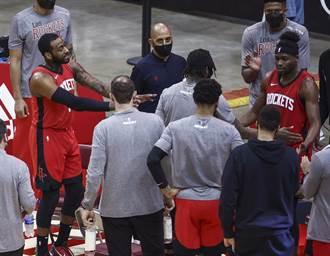 NBA》沃爾暫停怒罵隊友太爛 火箭仍輸25分