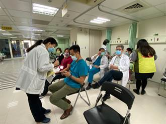 秀傳醫院分配AZ疫苗600劑 首批11位醫護開打