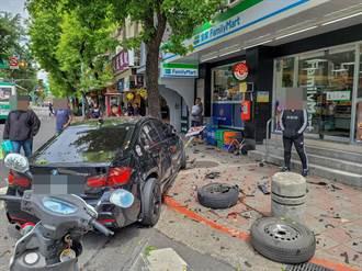 民生社区BMW衝撞鸣笛救护车 2车飞进骑楼4人受伤