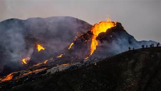 史上最狂美食秀 待火山口煎培根蛋 下秒整鍋慘被吞噬