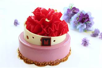 日月千禧母亲节蛋糕提早卖 康乃馨造形吸睛