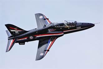 英皇家海軍鷹式T1教練機墜毀康沃爾  2飛行員彈射成功