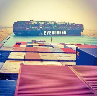 長榮貨輪癱瘓運河 油價應聲漲 恐打亂全球能源供應鏈