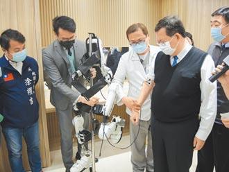 怡仁醫院啟用 全台首具復健機器人