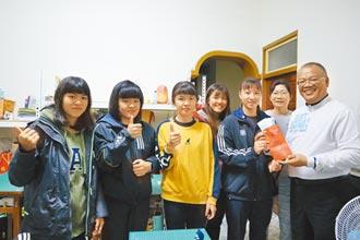 新竹企業家捐助朴子學校田徑隊