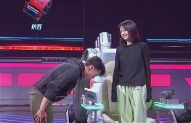 鄭爽在節目上大發飆,吳尊道歉才平息她的怒火。(圖/翻攝自新浪娛樂)