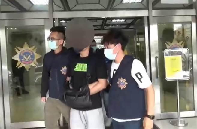警方在土城逮捕張姓男子經營的賭博網站。(警方提供)