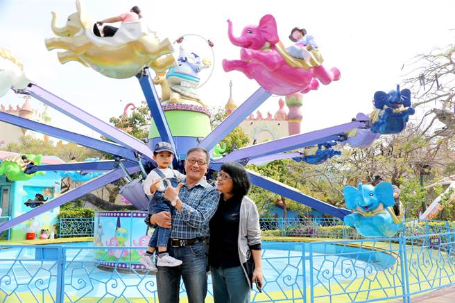 兒童節最狂玩法,麗寶樂園博幼票買一送一,還能免費看熱氣球。(陳淑娥攝)