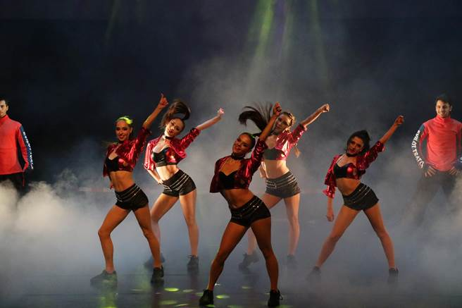結合特技、幻術、音樂、舞蹈,為全球唯一的跨界魔術劇場。(陳淑娥攝)