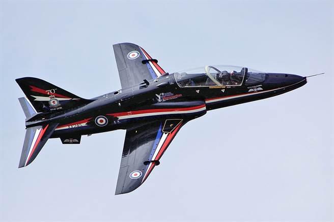 英皇家海軍鷹式T1教練機墜毀康沃爾  2飛行員彈射成功 - 軍事