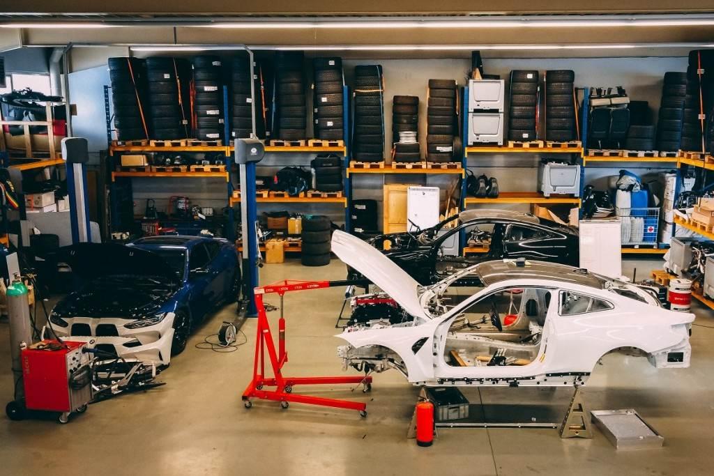 BMW M與Red Bull合作打造M4甩尾賽車