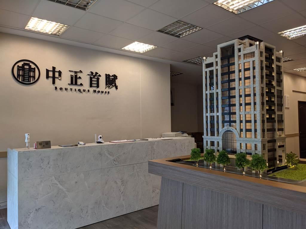 「中正首賦」建築採SRC全棟崗石,規劃地上13樓、地下4樓。(葉思含攝)