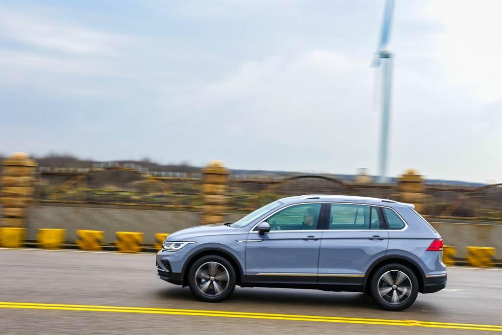 就算是標準的中型SUV而非主打跑格的跨界CUV,Tiguan並沒有傳統SUV高重心的駕馭感受。(陳彥文攝)
