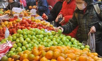 常在市場收攤前多買降價水果?營養師提醒:風險不小