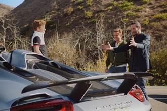 「殺神」基努李維在加州公路上試駕Porsche Taycan