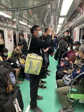中捷試營運首日運量5.5萬 小綠綠商品再衝人氣