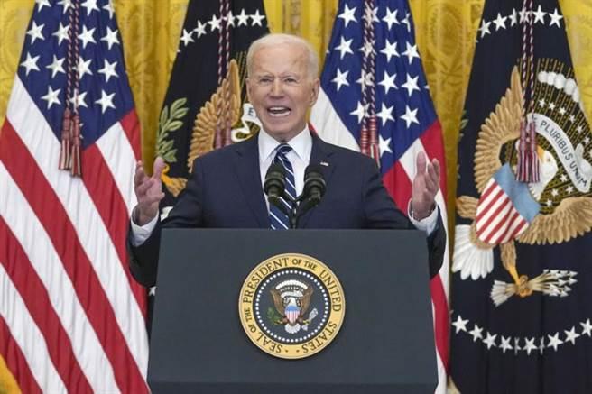 美國總統拜登今天舉行上任後首場記者會。(美聯社)