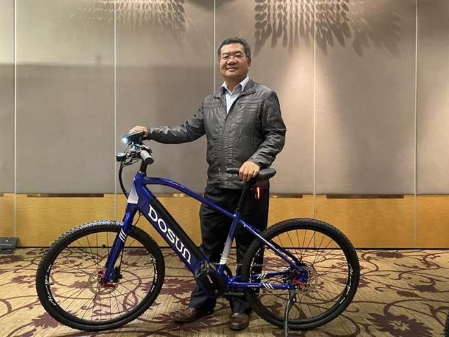 (看好自行車市場發展,邑昇今年特別冠名贊助在臺舉辦第10年「臺灣自行車登山王挑戰-Taiwan KOM Challenge」活動,董事長簡榮坤號召企業及民間一同參與,為臺灣自行車登山活動盡心力。圖/廠商提供)