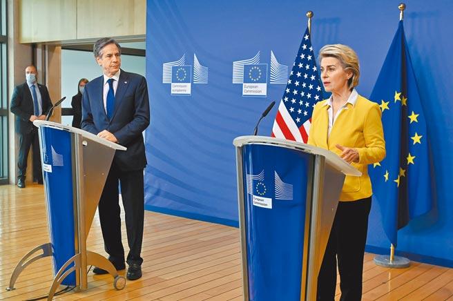 美國國務卿布林肯(左)24日會晤歐盟執行委員會主席馮德萊恩(右)。(中新社)