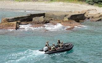 空軍失事逾6天持續搜索 鼻頭礁海域發現一條毛巾