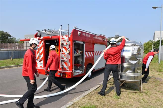 苗栗縣消防局竹南消防分隊已做好限水應變措施。(謝明俊攝)