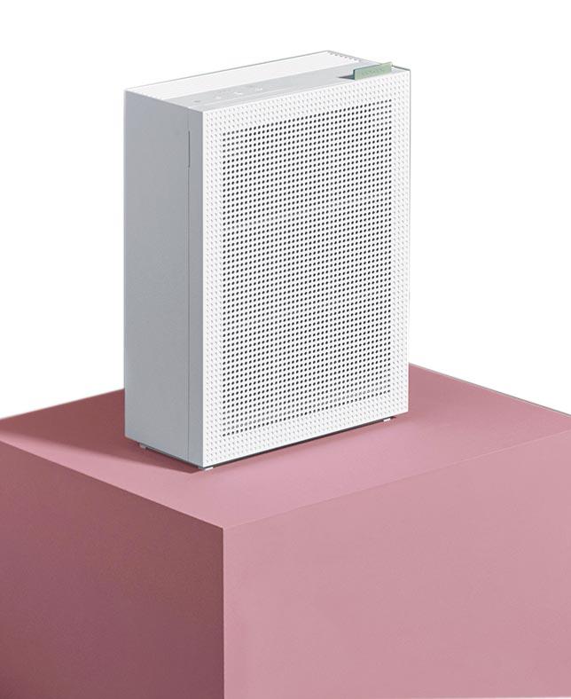 生活工場COWAY綠淨力玩美雙禦空氣清淨機,3層高效能濾網保護,完整淨化空氣,3色美型設計時尚美感依舊。(生活工場提供)