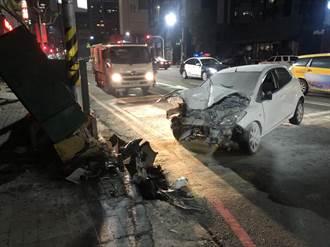 高市自小客車疑闖紅燈撞上機車 20歲女騎士昏迷送醫