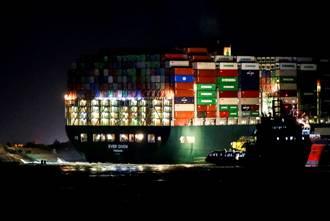 【長榮輪卡運河】影》長賜輪終於移動17公尺 拖船興奮到狂鳴笛